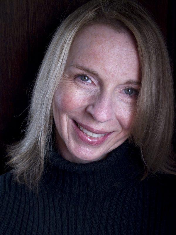 Suzanne Headshot 1 5X7